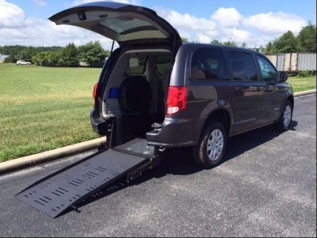 2015 Dodge Grand Caravan BraunAbility BraunAbility Dodge Manual Rear Entry Wheelchair Van For Sale
