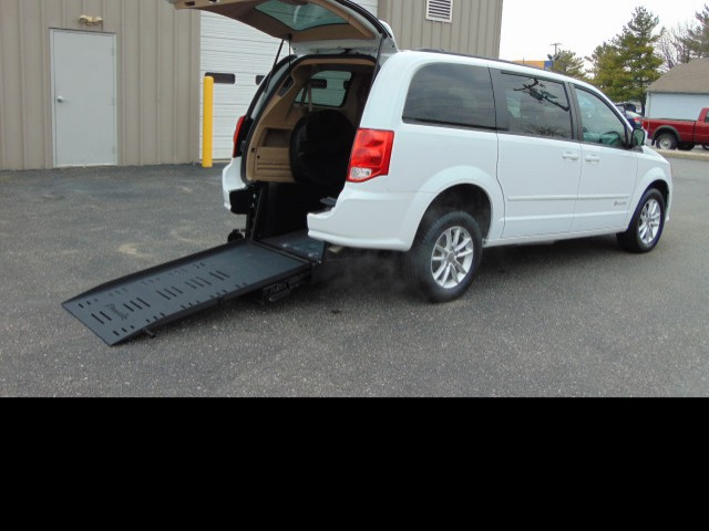 2016 Dodge Grand Caravan BraunAbility BraunAbility Dodge Manual Rear Entry Wheelchair Van For Sale