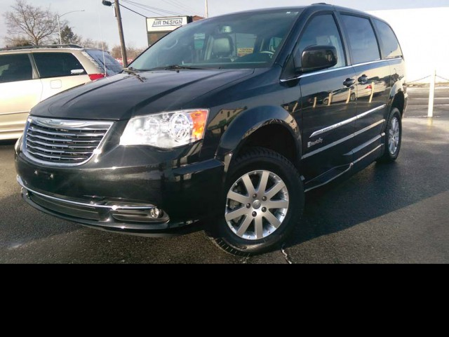 2014 Chrysler Town and Country BraunAbility Chrysler Entervan Xi Infloor Wheelchair Van For Sale