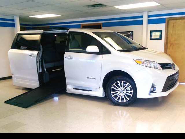 2019 Toyota Sienna BraunAbility Rampvan Xi Wheelchair Van For Sale