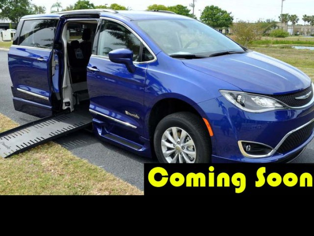2018 Chrysler Pacifica BraunAbility Chrysler Pacifica Infloor Wheelchair Van For Sale