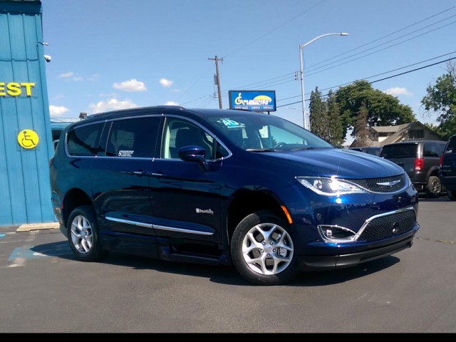 2019 Chrysler Pacifica BraunAbility Chrysler Pacifica Infloor Wheelchair Van For Sale