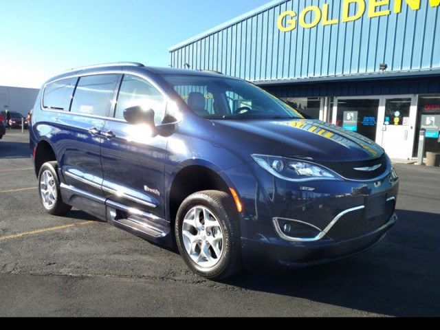 2017 Chrysler Pacifica BraunAbility Chrysler Pacifica Foldout XT Wheelchair Van For Sale
