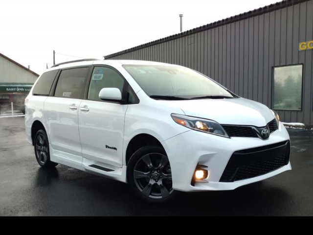2019 Toyota Sienna BraunAbility Li Wheelchair Van For Sale