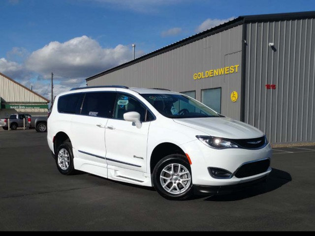 2020 Chrysler Pacifica BraunAbility Chrysler Pacifica Foldout XT Wheelchair Van For Sale