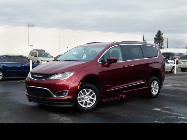 2020 Chrysler Pacifica BraunAbility Chrysler Pacifica Infloor Wheelchair Van For Sale