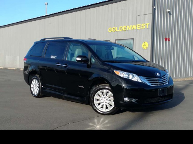 2013 Toyota Sienna BraunAbility Rampvan XL Wheelchair Van For Sale